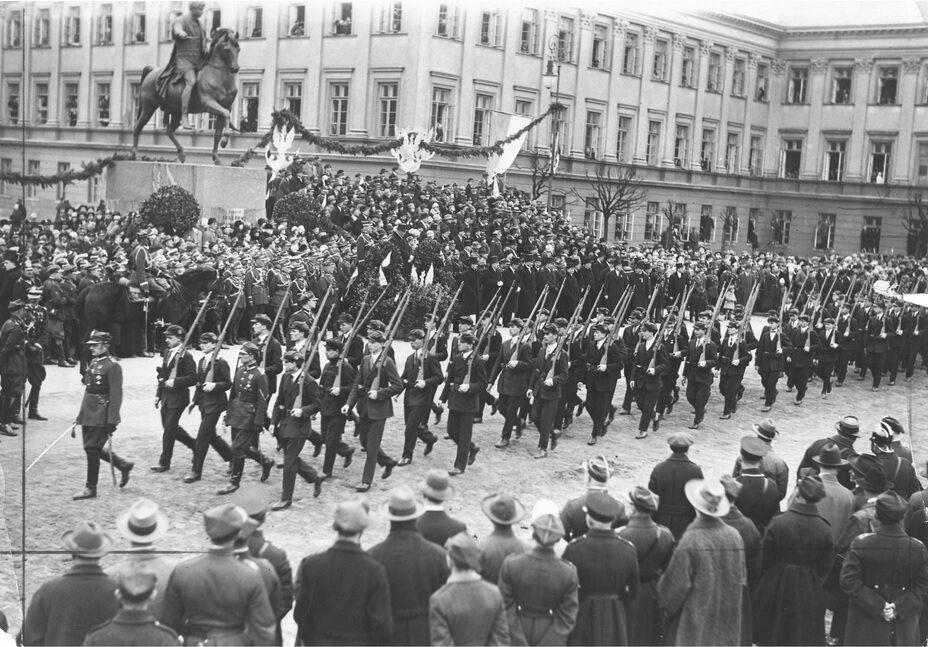 Defilada wojskowa na Placu Saskim, 1927 r.