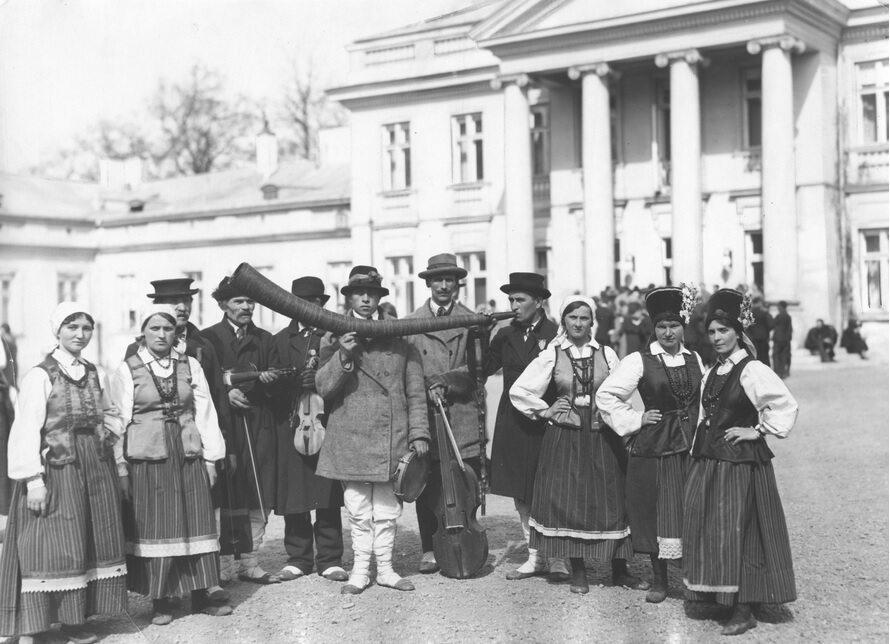 Kurpiowie przed Belwederem, 1932 r.